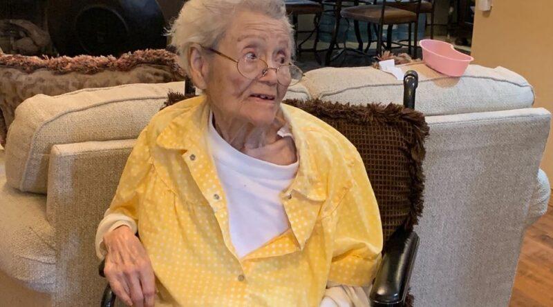 Mujer de El Paso de 103 años recibe la vacuna COVID-19