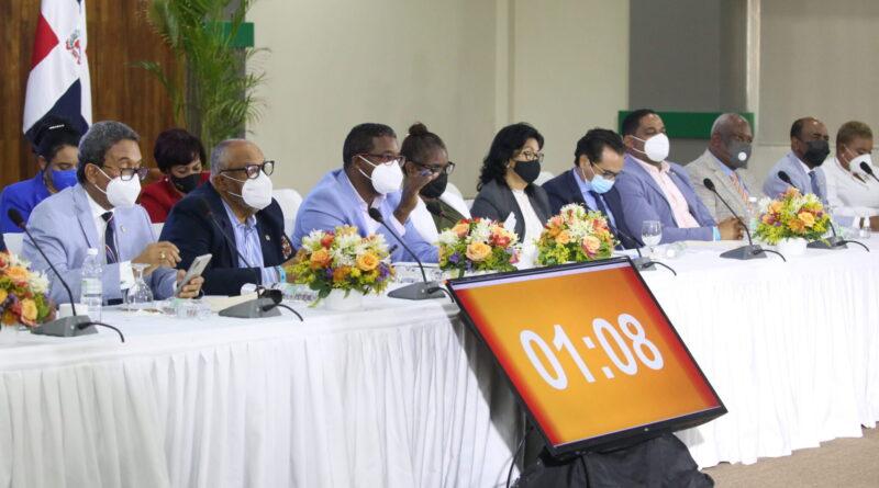 Comisión bicameral que estudia modificación de Ley 87-01 realiza vista pública en región Este