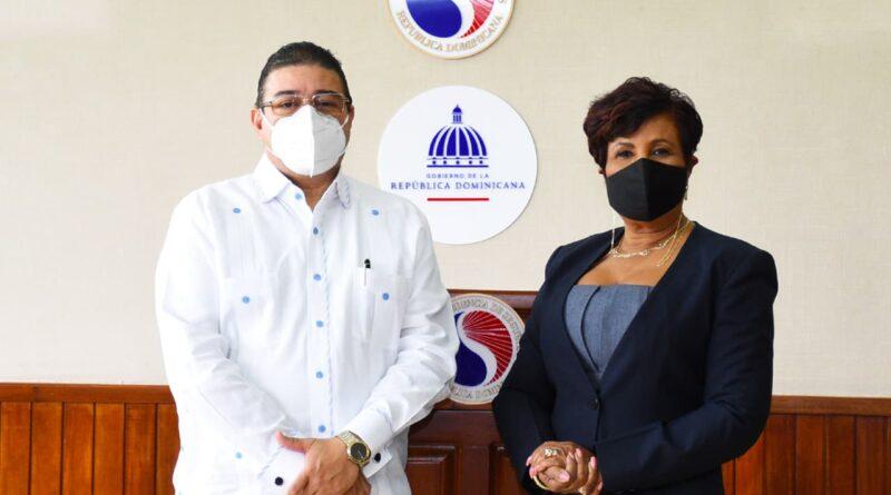 SUPERINTENDENTE DE SEGUROS Y MINISTRO DE DEPORTES COORDINAN ENTREGA INSTALACIONES DEL CLUB PARA COMPLEJO DEPORTIVO Y ANUNCIAN CIUDAD DEPORTIVA DE BOCA CHICA
