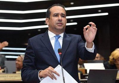 Vctor Surez se disculpa luego que cancelaran fiesta en Santiago; aclara pidi se cumpliera la ley