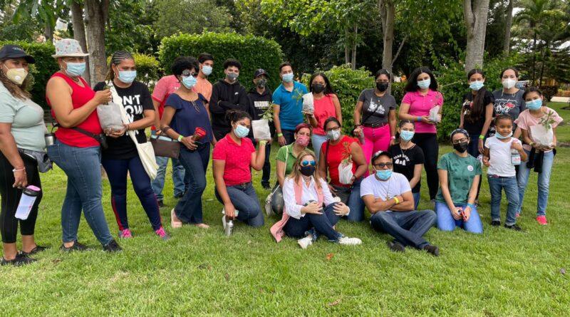 Fondo MARENA y Sector Escuela Salesiana inician jornada de reconocimiento y siembra de la rosa de Bayahíbe, flor nacional de República Dominicana