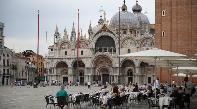 Italia anunció que la semana que viene dejará de ser obligatorio el uso de mascarilla al aire libre