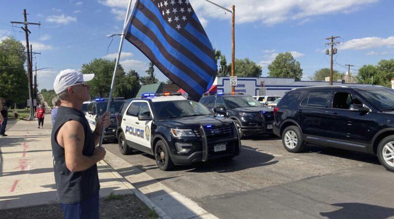 Tres personas muertas, incluido un oficial de policía, sospechoso, en el tiroteo de Olde Town Arvada