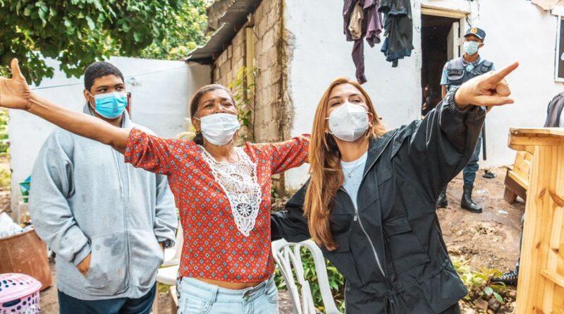 ADN y URBE rescatan dos familias que residían en zona de riesgo, les entregan viviendas dignas