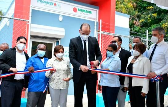 Inauguran dos farmacias del pueblo en El Limonal y El Carretn, provincia Peravia