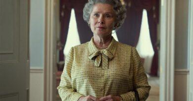 La primera imagen de la actriz Imelda Staunton revelada como la reina Isabel II en la serie The Crown