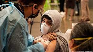 Mientras aumenta el nmero de contagios y muertes por COVID 19 en EEUU, los no vacunados son los que menos miedo tienen a la variante Delta