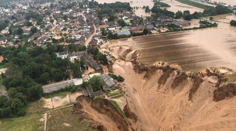 Personas murieron en derrumbes de casas en Erftstadt
