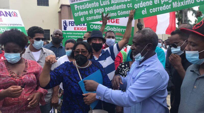 Transportistas piden a Abinader saldar deuda de RD$142 MM por entrega de autobuses para dar paso a corredor Gómez
