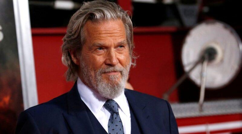 Jeff Bridges, paciente de cáncer, dice que estuvo cerca de la muerte por corona