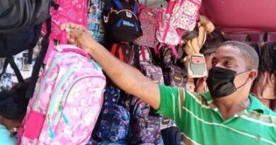 Padres preocupados por altos precios de libros y útiles escolares