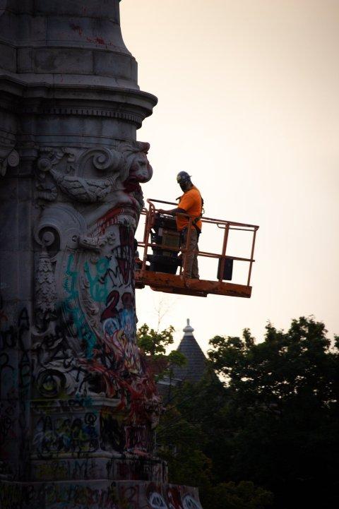 Remoción del monumento a Robert E. lee