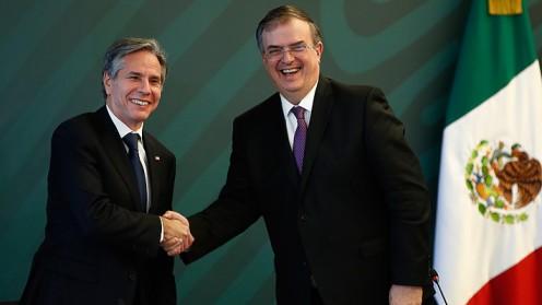 """Gobiernos de México y EE.UU. pactan una """"alianza"""" de seguridad como """"socios iguales"""""""