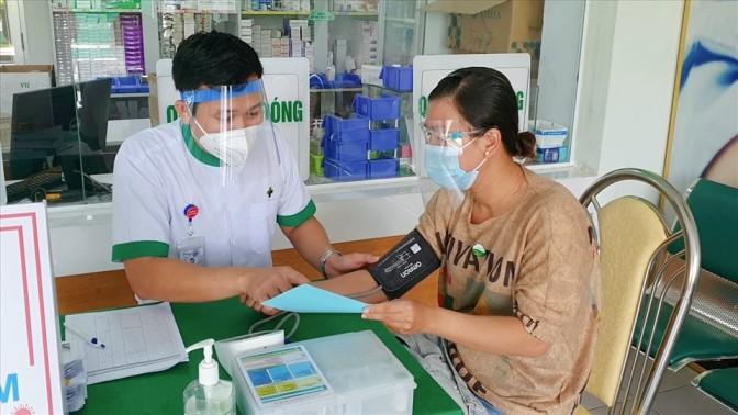 Vacunación contra COVID-19 para 300 mujeres embarazadas y lactantes